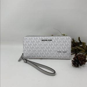 Michael Kors JST Large Zip Wallet